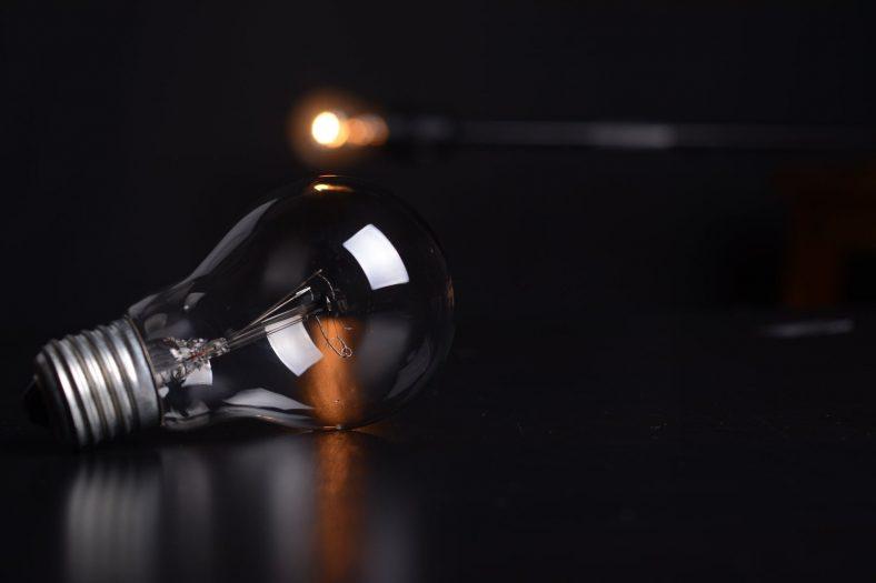 action blur bulb dark  788x525 - action-blur-bulb-dark-